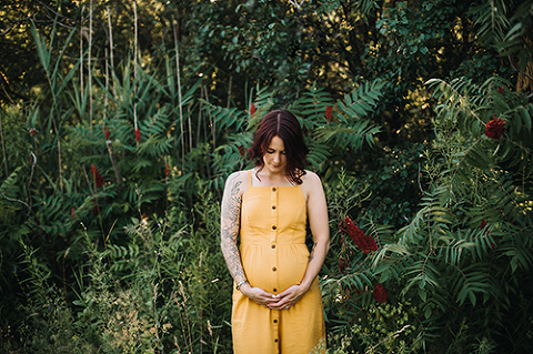 maternity session in greenery